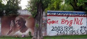 Ul. Kijowska, róg Nawojki. Mural pamięci Jana Pawła II, 2011, Jerzy Rojkowski. Podobno wcześniej były inne wersje, może w przyszłości będą kolejne tego samego autora. Gdzieś miał też być Małysz, ale nie widziałem. Chyba powinien był być na Głowackiego.