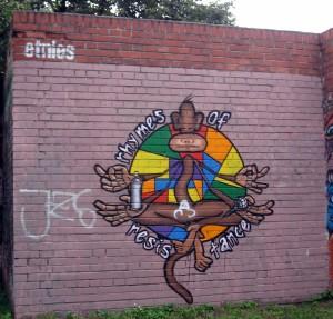 Ul. Nawojki. To chyba mural reklamowy marki Etnies. Całkiem się wpasował (do pierwszego przemalowania).