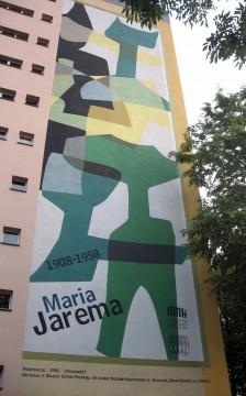 """Ul. Jaremy, Fragment pracy Marii Jaremy z cyklu """"Penetracje"""" (1956), zrealizowana na bloku w 2008, Muzeum Narodowe w Krakowie. Jeden z najstarszych murali w niniejszej kolekcji. Miał swoje chwile grozy, gdy przy ocieplaniu bloku zastanawiano się nad jego usunięciem."""