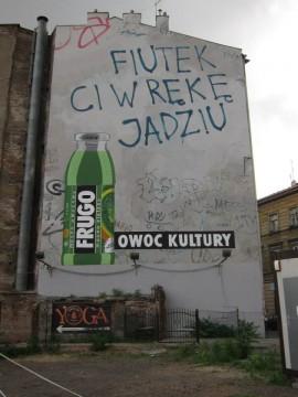 Ul. Karmelicka. O, to jeden z reklamowych murali. Ups... chyba jednak nie całkiem ;) Zdjęcie nie jest moje, Znalezione na Kwejku.