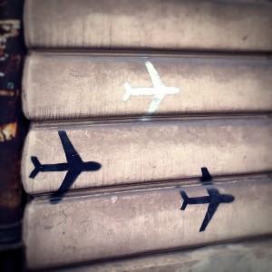 ul. Kościuszki, samoloty. Małe graffiti z szablonów.