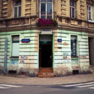 róg ul. Struga i Pogonowskiego, Piwiarnia ;). Takich lokali już w Krakowie nie ma, cała okolica zresztą przypomina, jakby czas się tam zatrzymał dwie i pół dekady temu.