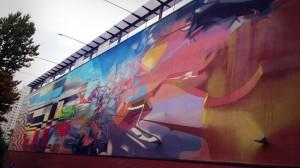 """ul. Orla, ściana Galerii Łódzkiej, """"Transision"""", 2013, Proembrion (Krzysztof Syruć). WIdowiskowe, wielkie dzieło graffruturyzmu z elementami organicznymi ;)"""